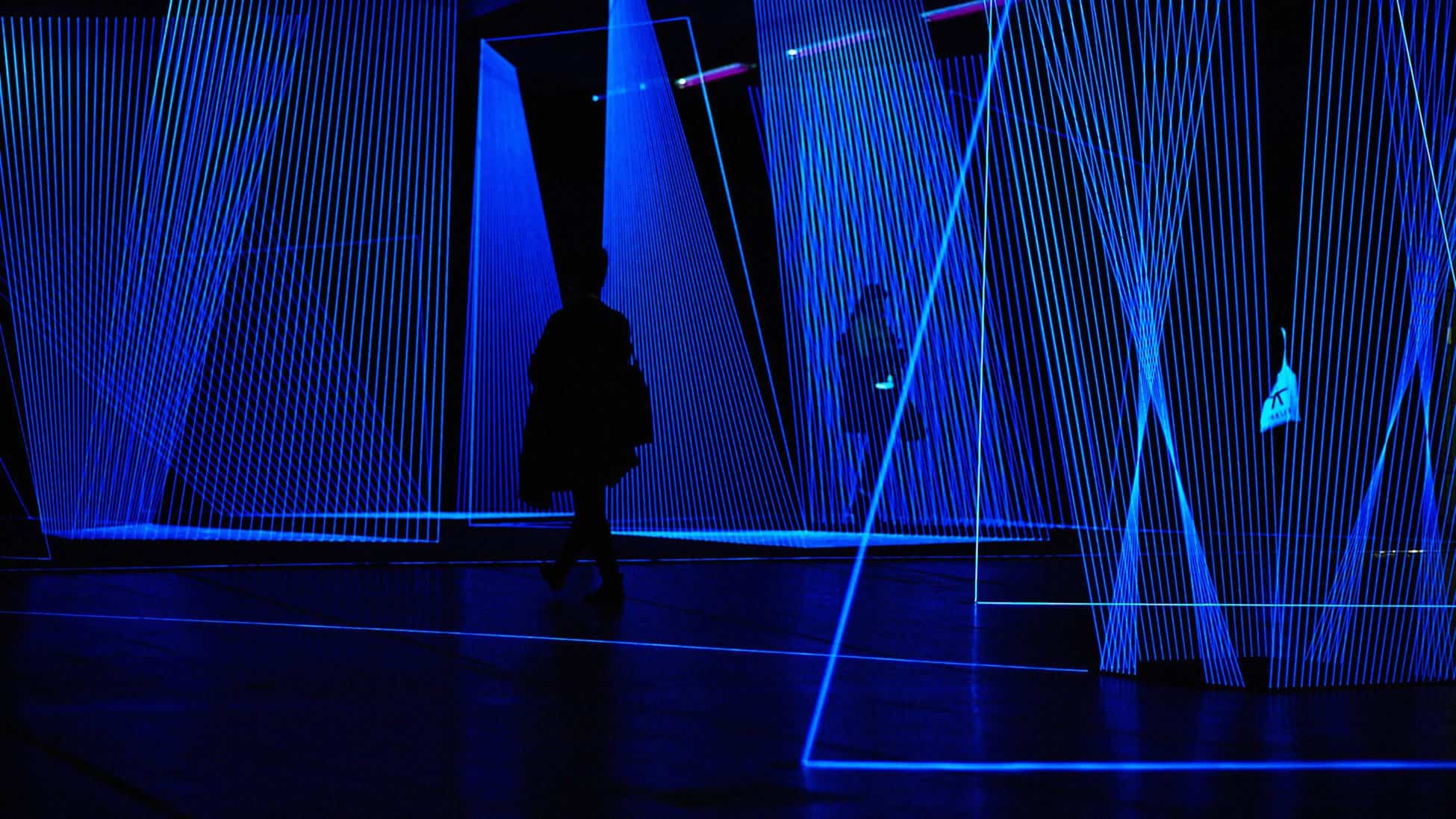 """In.Visible, Threads, Black Light Blue, 160 sqm space, 2014, Solo exhibition """"IN.VISIBLE"""" in MaximiliansForum, Munich. © Jeongmoon Choi"""